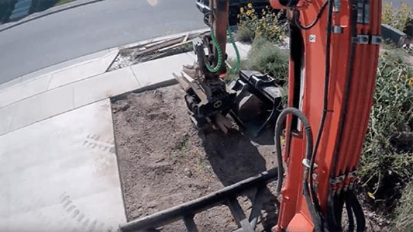 Steelwrist In Action – Landscape Machine